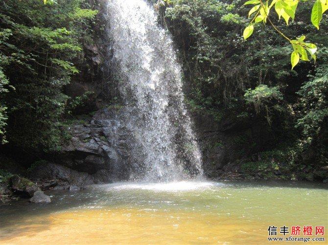 信丰金盆山瀑布